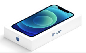 Mostantól a régi iPhone-ok mellé sem jár a töltő